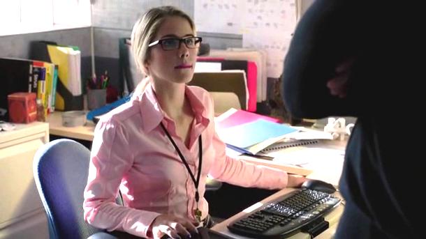 Felicity Smoak - Rocking the glasses